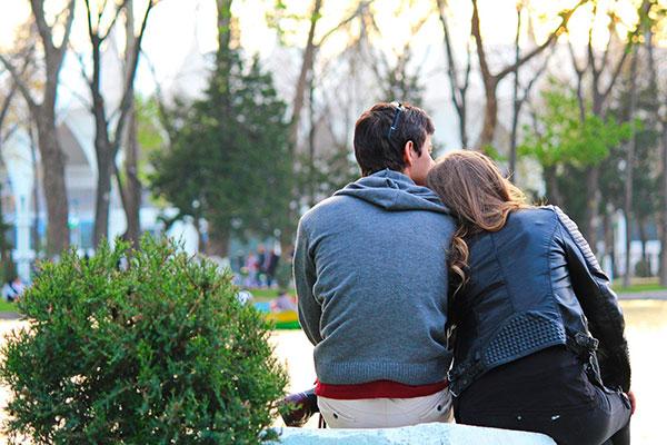 آیا عشق بیقیدوشرط باعث ایجاد روابط سالم میشود؟